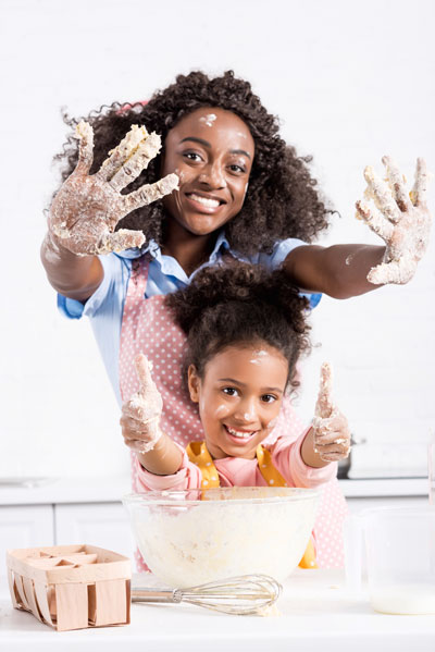cooking-with-daughter